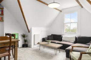 2 bedroom flat to rent in Park Road, Teddington TW11