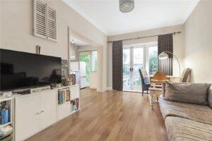 2 bedroom garden flat to rent in Mysore Road, Clapham SW11