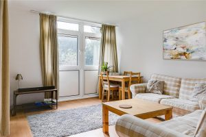 2 bedroom flat to rent in Tilford Gardens, Southfields SW19