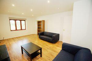 2 bedroom flat to rent in Gresham Way, Wimbledon Park SW19
