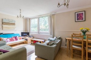 3 bedroom flat to rent in Evenwood Close, Putney SW15