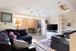2 bedroom flat to rent in Bramfield Road, Clapham SW11