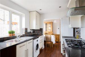 2 bedroom cottage to rent in Hamilton Road, Twickenham TW2
