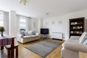 2 bedroom flat to rent in Aitman Drive, Brentford TW8