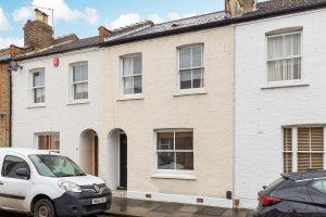 2 bedroom cottage to rent in Warwick Road, Twickenham TW2