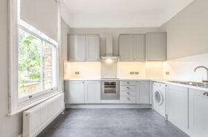 2 bedroom flat to rent in The Barons, St Margarets TW1
