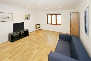 2 bedroom flat to rent in Gresham Way, Wimbledon Park SW19