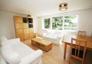 2 bedroom flat to rent in Lydney Close, Southfields SW19