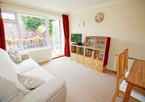 2 bed flat to rent in Lovelace Road, Surbiton KT6