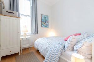 2 bedroom flat to rent in Hartfield Road, Wimbledon SW19